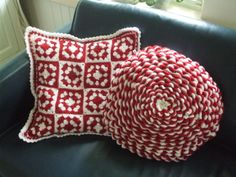 These two cushions I crochet back in 2011, for christmas,