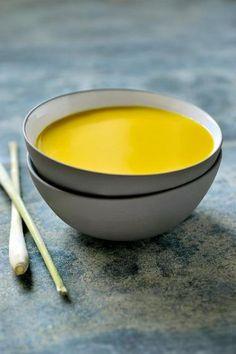 Thaise currysoep met citroengras en gember  http://njam.tv/recepten/thaise-currysoep-met-citroengras-en-gember