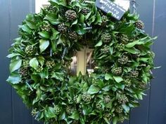 I love ivy! Christmas Wreaths, Xmas, Christmas Things, Christmas Ideas, Cool Diy Projects, Diy Flowers, Flower Arrangements, Floral Wreath, Seasons