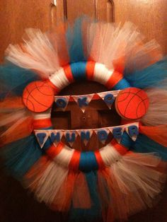 Super cute with sports team wreath! Bronco Sports, Craft Projects, Craft Ideas, Oklahoma City Thunder, Denver Broncos, Door Wreaths, 4th Of July Wreath, Fangirl, Diva