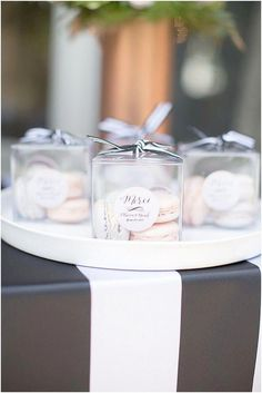 Wedding giveaways ideas luxury wedding favors cheap wedding favours for . Wedding Favors And Gifts, Wedding Favours Luxury, Luxury Wedding, Wedding Favours Food, Macaroon Wedding Favors, Wedding Souvenir, Party Favours, French Wedding, Chic Wedding