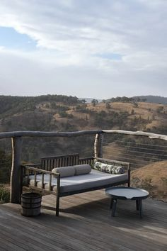 Terrace in wood with an amazing view over the Blue Mountains Outdoor Sofa, Outdoor Spaces, Outdoor Furniture, Outdoor Decor, Zen Design, Large Bathrooms, Blue Mountain, Home Fashion, Sun Lounger
