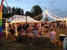 Festival party: These big round white lights always make dusk and evening pictures look so cool! Budget Wedding, Wedding Themes, Wedding Tips, Summer Wedding, Our Wedding, Wedding Venues, Dream Wedding, Wedding Decorations, Wedding Aisles
