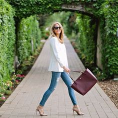Shop @emilyijackson dressed up jeans look! 1. Register online at ww.LIKEtoKNOW.it 2. Like her photo 3. Shop the product details straight from your inbox @liketkit #liketkit www.liketk.it/2osg #Padgram