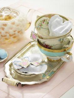 Diese selbst gemachten Beutel in Herzform sind eine echte Liebeserklärung an die Teekultur. Basteln Sie die süßen Teile ganz einfach nach.