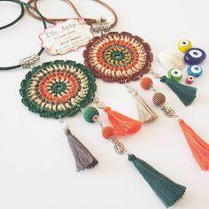 Oya kolyelerim tükendiyse hemen yenilerini yaparım🤗 tezgahıma gelip de bundan kalmadı  diyerek müşterilerimi boş göndermek  beni üzüyor… Crochet Keychain, Crochet Earrings, Crochet Accessories, Popular Pins, Couture, Fiber Art, Most Beautiful Pictures, Textiles, Dream Catcher