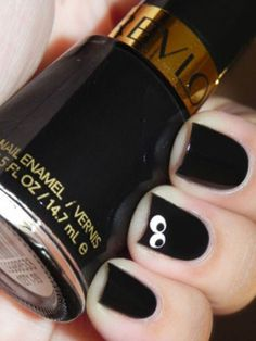 Black nail art helps you get rid of those boring and dull nails. 35 Black Nail Art Designs for Beginners Halloween Elegante, Halloween Chic, Nail Art Halloween, Halloween Nail Designs, Halloween Eyes, Costume Halloween, Get Nails, Fancy Nails, Love Nails