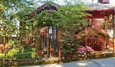 Alki cute garden. Like gate & fence. 2329 Halleck Ave SW