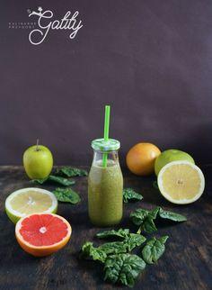 Zielony koktajl z grejpfrutem (dieta dr Dąbrowskiej)   Kulinarne przygody Gatity - przepisy pełne smaku Smoothie Drinks, Smoothies, Lime, Fruit, Cooking, Chicken, Food, Diet, Smoothie