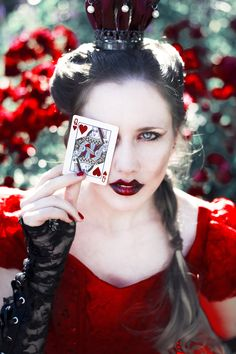Alice in wonderland - The Queen of Hearts & A Mad Tea-Party by Miriam Peuser. More inspiration on http://getinspiredmagazine.com/