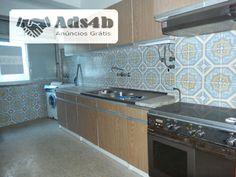 Apartamento simpático situado no centro da Povoa de Santo Adrião. Tem boa exposição solar e luz natural. Precisa de uma pequena remodelação ao nível da cozinha. Sala com varanda fechada. Lic...