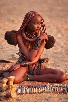 Himba Girl selling jewelry at a market Beautiful Black Women, Beautiful Children, Beautiful People, Cultures Du Monde, World Cultures, African Tribes, African Women, Himba Girl, Himba People