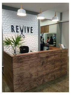 Salon Reception Area, Reception Desk Design, Beauty Salon Reception Ideas, Modern Reception Area, Reception Counter, Reception Desks, Beauty Salon Decor, Beauty Salon Design, Small Beauty Salon Ideas