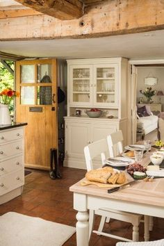 Beautiful English Cottage kitchen - Inside the 'Faerie Door' in Wiltshire, England Style Cottage, English Cottage Style, Cottage Design, Cottage Living, Cozy Cottage, Cottage Homes, Country Cottage Decorating, French Country, Cottage Bedrooms