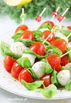 Party Snacks, Caprese Salad, Finger Foods, Dinner Recipes, Good Food, Food And Drink, Menu, Lunch, Healthy Recipes