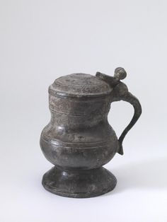 jug Nederland 1475 - 1500 Dimensions h. 15 cm Material and technique pewter Medieval, Norwegian Wedding, Kitchenware, Tableware, Tin Art, Scandinavian Art, Everyday Objects, Vintage Decor, Candlesticks