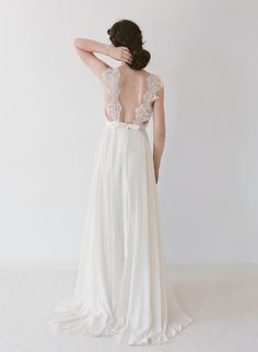 Truvelle 2016 bridal collection - photo by Blush Wedding Photography http://ruffledblog.com/truvelle-2016-bridal-collection