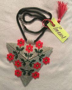1502 best beadwork peyote images on beaded Seed Bead Necklace, Seed Bead Jewelry, Beaded Jewelry, Triangle Pattern, Peyote Patterns, Beading Patterns, Collar Redondo, Bead Loom Bracelets, Tutorials