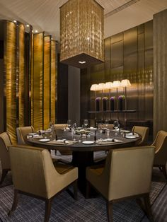 Dinner area at the Upper House Hotel in Hong Kong | Hospitality furniture #hospitalityprojects #leadinghotels #exclusiveresorts See more inspiration: http://www.brabbu.com/en/inspiration-and-ideas/category/world-travel/hotel