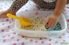 Como fazer areia caseira - gabi fazendo pegadas na areia