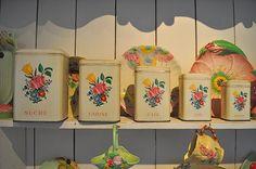 vintage for picnic Vintage Canisters, Vintage Tins, Vintage Love, Vintage Kitchen, Vintage Decor, French Vintage, Vintage Antiques, Retro Vintage, Vintage Picnic