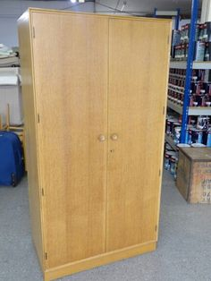 Retro Meredew wardrobe with 4 internal drawers and 2 mirrors, measurements are H-175.5cm W-91cm D-55cm ------------------- £125 (pc669)