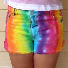 Tie Dye Rainbow Shorts by Chan Chan Cano-Murillo, The Crafty Chica Diy Tie Dye Shirts, Tie Dye Jeans, Ty Dye, Tie Dye Rainbow, Pride Outfit, How To Tie Dye, Rainbow Fashion, Tie Dye Patterns, Rainbow Colors