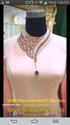 Embroidery On Kurtis, Hand Embroidery Dress, Kurti Embroidery Design, Embroidery Neck Designs, Bead Embroidery Patterns, Couture Embroidery, Embroidered Clothes, Embroidery Fashion, Neck Designs For Suits