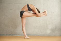 How do you do Standing Head to Knee posture - Bikram Yoga - #BikramYoga I drink Smartmix to really relax my body-contains 36 natural antioxidants-truly amazing  More info Click...                                 http://scawley.myzijastory.com