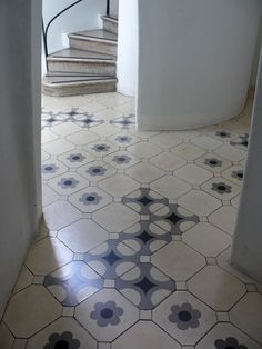 Carrelages Casa Batlo Gaudi Barcelone - Handmade tiles can be colour coordinated and customized re. shape, texture, pattern, etc. by ceramic design studios