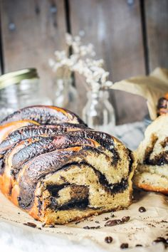 Make this gorgeous Coffee Babka, a tasty sweet bread infused with a strongly brewed coffee and ribbons of dark chocolate! Chocolate Babka, Dark Chocolate Chips, Chocolate Coffee, Chocolate Recipes, Fluffy Bread Recipe, Coffee Aroma, Coffee Cake Muffins, Yeast Bread Recipes, How To Make Bread