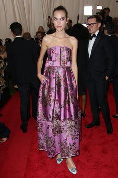 minty pumps embellish a pink brocade gown   alexa chung 2015 met gala
