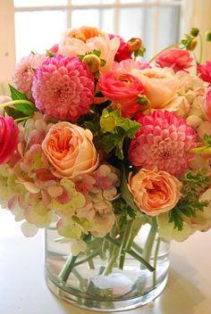 Flores y sus colores; nada demasiado elaborado, sino como un ramo recién cortado (juliet roses, hydrangea, dahlia and ranunculus).