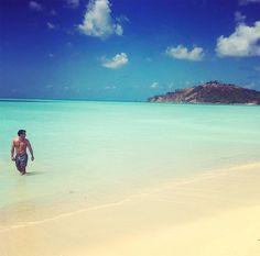 Joey Scarpellino en vacances dans un petit coin de paradis | HollywoodPQ.com