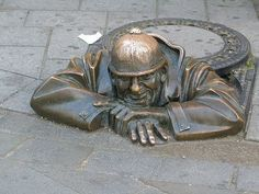 A bronze statue of a happy sewer worker poking his head out of a manhole on the streets of Bratislava, Slovakia. Amazing Street Art, 3d Street Art, The Good Soldier Svejk, Sidewalk Chalk, Chalk Art, Public Art, Urban Art, Sculpture Art, At Least