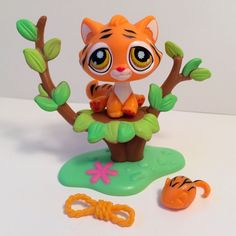 Littlest Pet Shop Cute Orange Tiger w/Tree & Accessories Lps Sets, Lps Accessories, Little Pet Shop, Pet Pet, Cat Breeds, Tigers, Pikachu, Babe, Childhood