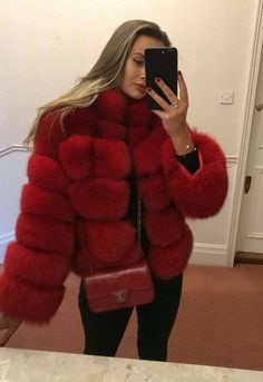 15 Faux Fur Coats You'll Die Over This Winter This winter, faux fur coats are taking the fashion world by storm! Check out this list of 15 faux fur coats you'll die over this winter! Winter Coat Outfits, Winter Fur Coats, Fall Outfits, Fox Fur Jacket, Fox Fur Coat, Fur Fashion, Winter Fashion, Fashion Outfits, Fashion Women