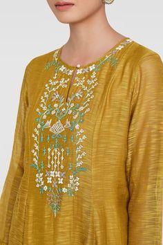 Embroidery On Kurtis, Hand Embroidery Dress, Kurti Embroidery Design, Embroidery Neck Designs, Salwar Designs, Kurti Neck Designs, Kurta Designs Women, Dress Neck Designs, Blouse Designs