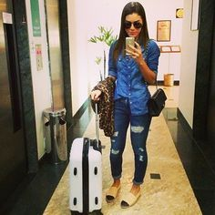 Camila Coelho Perfect outfit for first day in Dubai Classy Outfits, Casual Outfits, Cute Outfits, Style Casual, Casual Looks, Fall Winter Outfits, Summer Outfits, Looks Camisa Jeans, Look Fashion