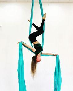 """Модная стоечка от @larisia_aerial_lab Всю шею смозолила🤪 🙂🙂🙂🙂🙂🙂 Размышляю вот который день. 🙃🙃🙃🙃🙃🙃 В моих группах пустеет """"смайл перекати-… Aerial Gymnastics, Gymnastics Poses, Acrobatic Gymnastics, Aerial Acrobatics, Aerial Dance, Aerial Silks, Aerial Hammock, Aerial Hoop, Aerial Arts"""