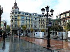 Plaza Porlier Una de las plazas más representativas de la ciudad de Oviedo, se la bautizó como Plaza Porlier en honor del militar liberal Juan Díaz Porlier, cuñado de José María Queipo de Llano y Ruiz Saravia.