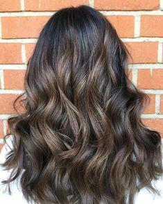 50 Dark Brown Hair with Highlights Ideas for 2019 - Hair Adviser - New Make Up İdeas Brown Hair With Blonde Highlights, Brown Ombre Hair, Hair Color Highlights, Brown Hair Colors, Caramel Highlights, Hair Colours, Ash Blonde, Gray Hair, Golden Brown Hair