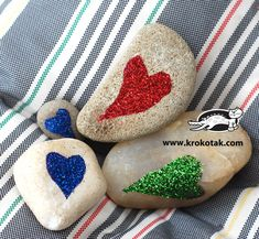 Pebbles in different colours.. How-to for making these decorated rocks!