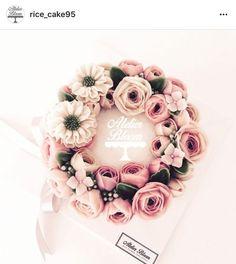 Korean Buttercream Flower, Buttercream Flower Cake, Cupcakes Flores, Mothers Day Cake, Cupcake Cakes, Fondant Cakes, Cake Design Inspiration, Floral Cake, Gorgeous Cakes