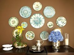 This eclectic brown dining room wall features a beautiful display of wall art plates in a variety of patterns and styles. Dining Room Wall Decor, Dining Room Design, Dining Rooms, Kitchen Decor, Kitchen Ideas, Home Design Decor, Wall Design, Home Decor, Art Decor