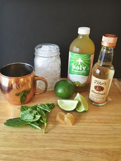 Moscow Mule cocktail recipe Skinny Moscow Mule cocktail recipe using Ginger kombucha in place of ginger beer.Skinny Moscow Mule cocktail recipe using Ginger kombucha in place of ginger beer. Low Calorie Cocktails, Healthy Cocktails, Recipe Using Ginger, Kombucha Cocktail, Vodka Cocktail, Beste Cocktails, Watermelon Lemonade, Ginger Beer, Fresh Lime Juice