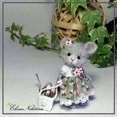 Мышка ростом 6,5 см. Связана крючком из пуха песца. Лапки и головка подвижны, стоит опираясь на хвостик. #miniature #mouse #crochettoy #crochetmouse #crochet #handmademiniatures #handmade #amigurumitoy #amigurumimouse #amigurumi #tinymouse #littlemouse #elenanikitina #мышкакрючком #мышь #мышонок #вязанаямышка #вязанаяигрушка #амигуруми #мышкаамигуруми #амигурумимышка #минимышка #миниатюра #еленаникитина
