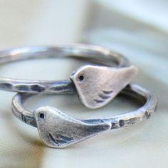 le petit oiseau sterling bird ring  custom por ottobone en Etsy, $54.00
