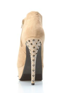 Oooh! Studs give these heels some edge :)