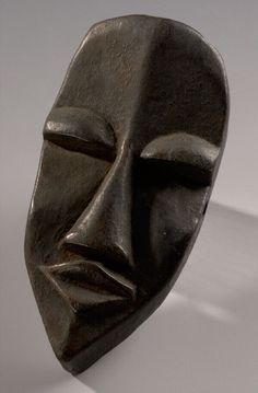 Small dark wooden mask, West Africa. Museon, CC BY